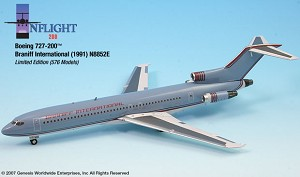 Braniff Ultra Grey/Red  727-200 1:200